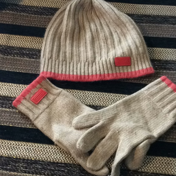 021015333 Coach winter hat and gloves. M_5c6b13e7e944ba375ec0190a
